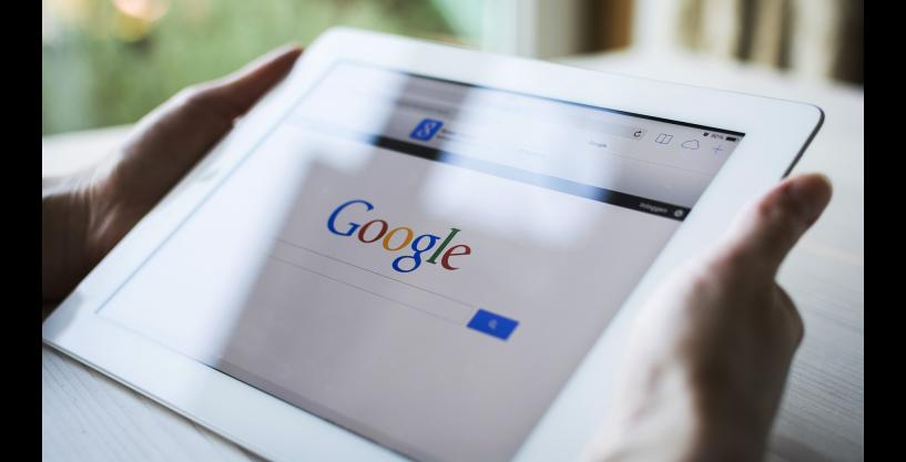 Google Aramalarında Yeni Dönem, Google, bundan yaklaşık 20 yıl önce arama motorunu kullanıma sunduğundan beri, arama indeksinde düzenlemeleri ve diğer sıra